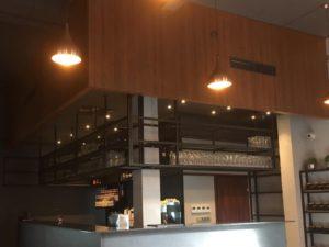 Zabudowa baru w restauracji
