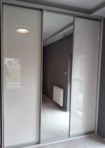 Szafa trzy drzwiowa z lustrem
