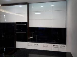Kuchnia na wymiar, fronty lakierowane białe